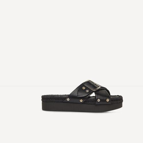Chinela de piel con hebilla de metal : Accesorios color Negro