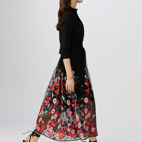 Skirt in mesh with flowers embroideries : Faldas y shorts color Negro