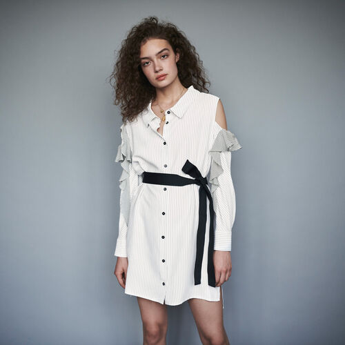 Vestido camisero a rayas avolantado : Colección invierno color Blanco/Negro
