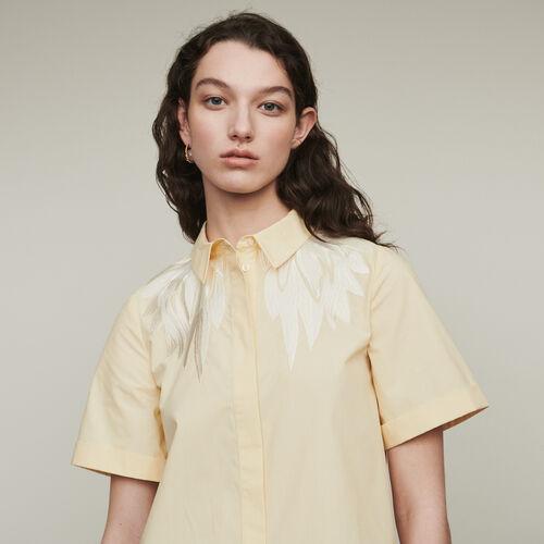 Blusa mangas cortas con bordados : Camisas color Amarillo