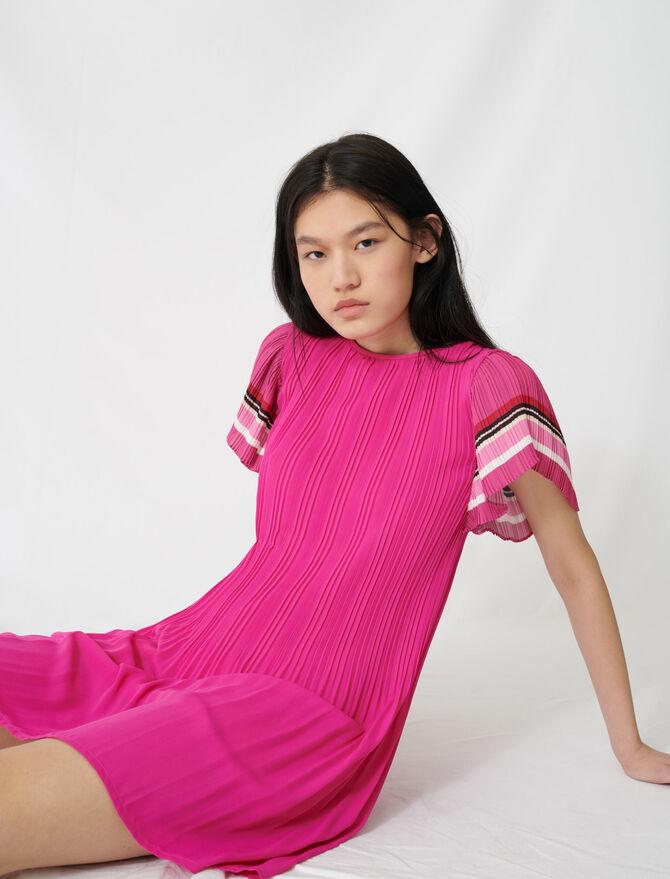 Vestido plisado con rayas deportivas - Vestidos - MAJE