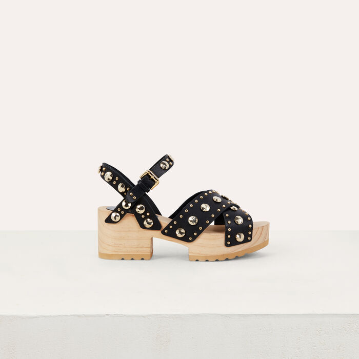 Wood heel sandals with studs : Zapatos planos color NEGRO