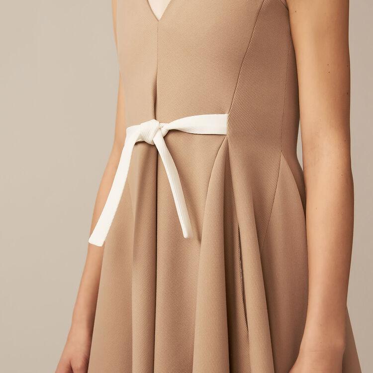 Vestido casulla con escote V : Vestidos color Camel