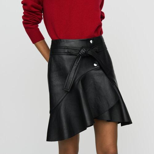 Falda asimétrica de cuero : Faldas y shorts color Negro