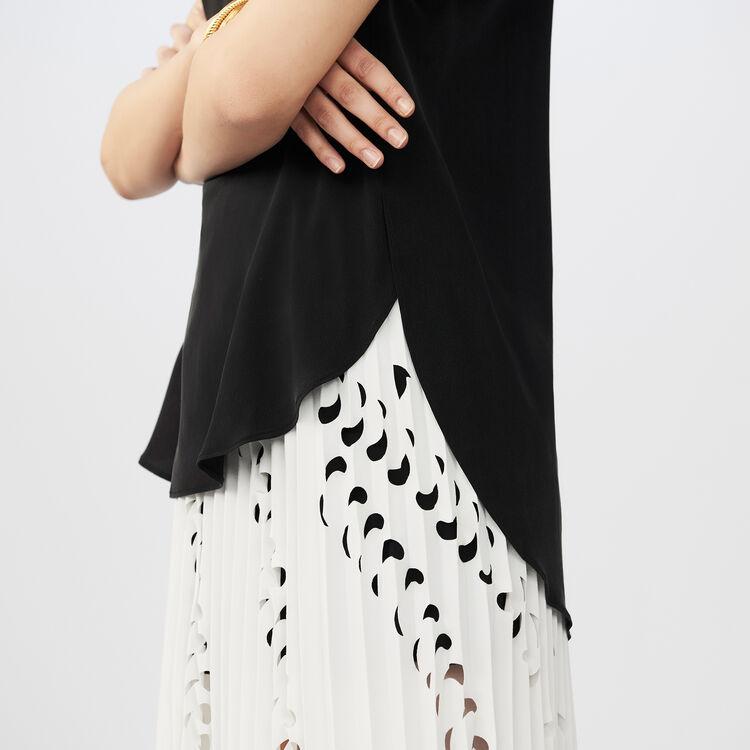 Top de seda con detalles trabajados : Tops color Negro