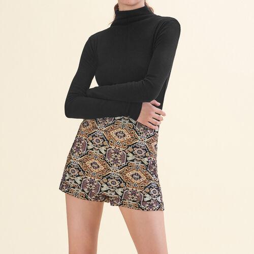 Short corto de jacquard : Faldas y shorts color Jacquard