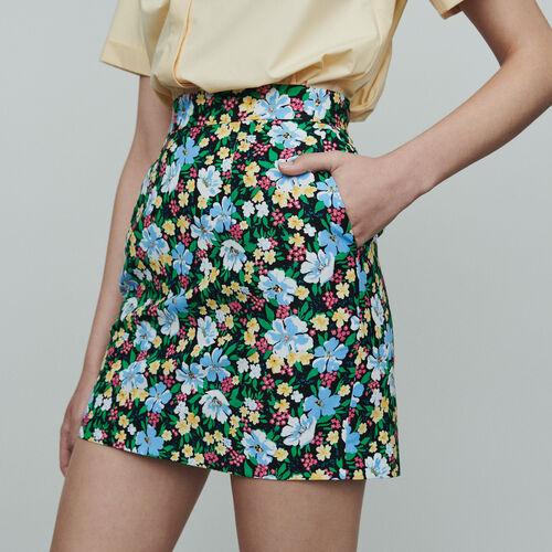 Falda corta estampado floral : Faldas y shorts color IMPRIME