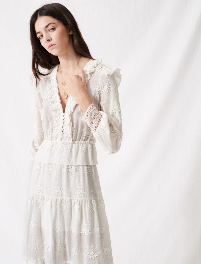 Vestido crudo con volantes y bordados - Vestidos - MAJE