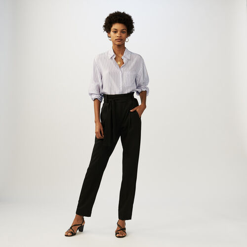 Pantalón largo carrots con cinturón : Pantalones color Negro