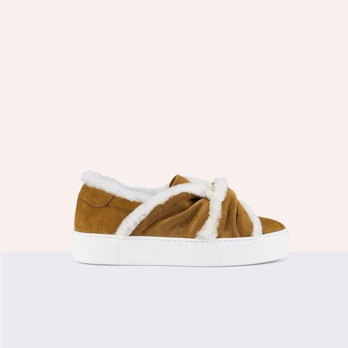 Sneaker aus Veloursleder mit Schleife : Accesorios color Camel