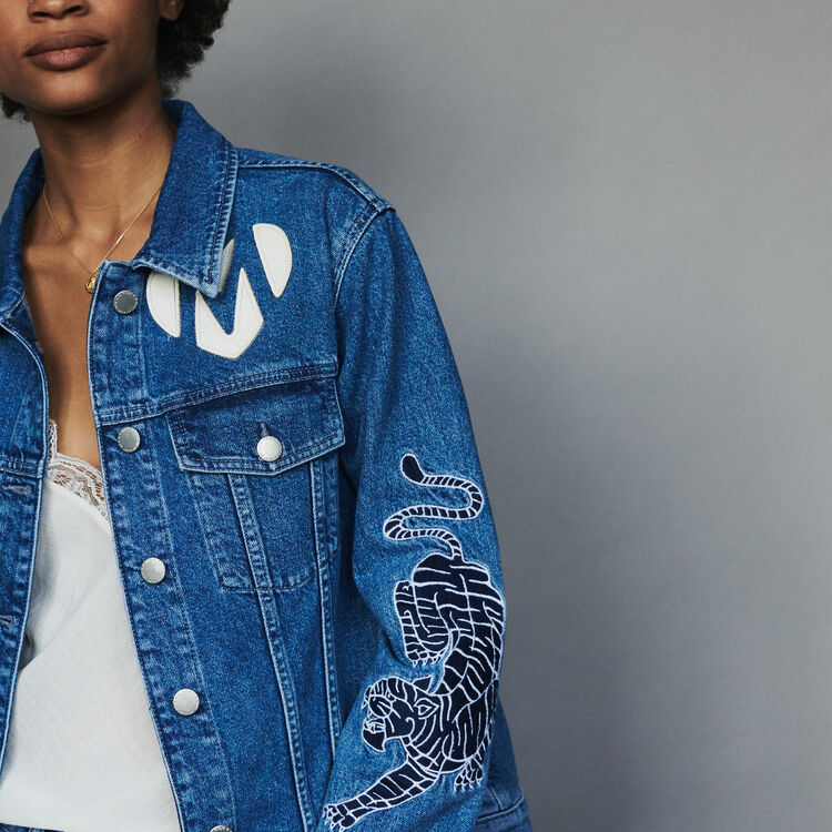 Denim jacket with embroidery : Abrigos y Cazadoras color Denim