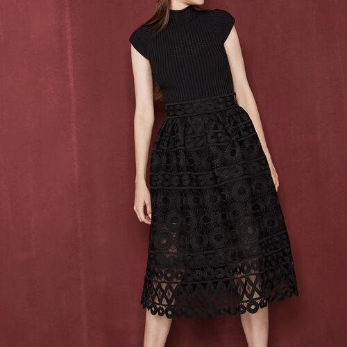 Falda largo medio de guipur contracolado : Faldas y shorts color Negro