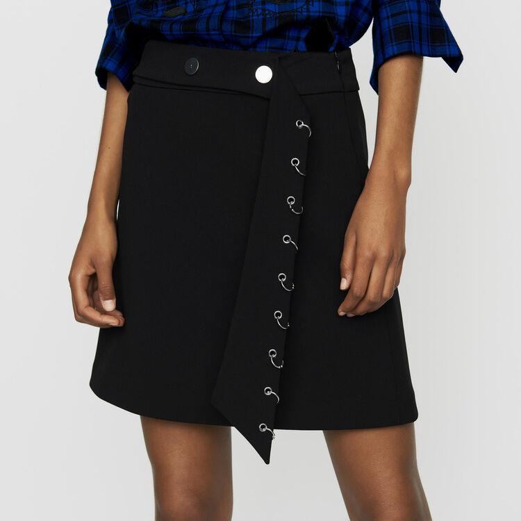 Falda corta de crepé con ojales : Faldas y shorts color Negro