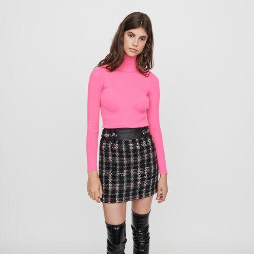 Jersey fino canalé cuello alto : Colección invierno color Rosa Flúor